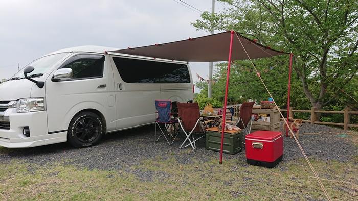 ハイエースに約7千円でカーサイドタープを連結して簡単快適空間づくり♪