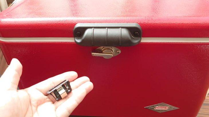 コールマンのスチベルの蓋のロック部分パーツの外れ問題を700円で解消!